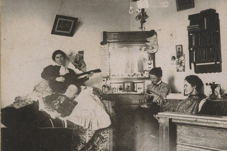 photo of dorm life from 1890s