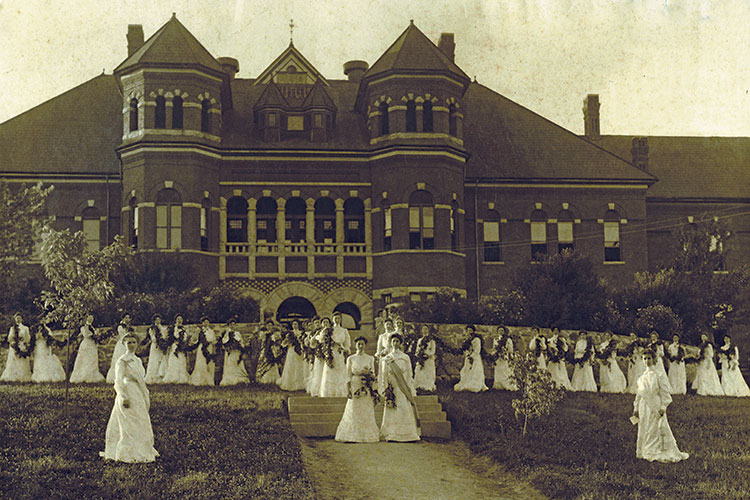 1893 photo of students forming daisy chain in front of the Foust Building