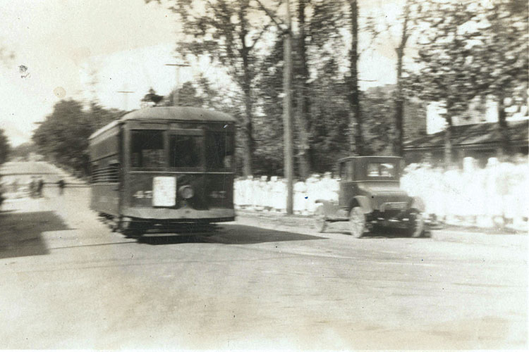 a 1920s photo of a trolley on Spring Garden Street