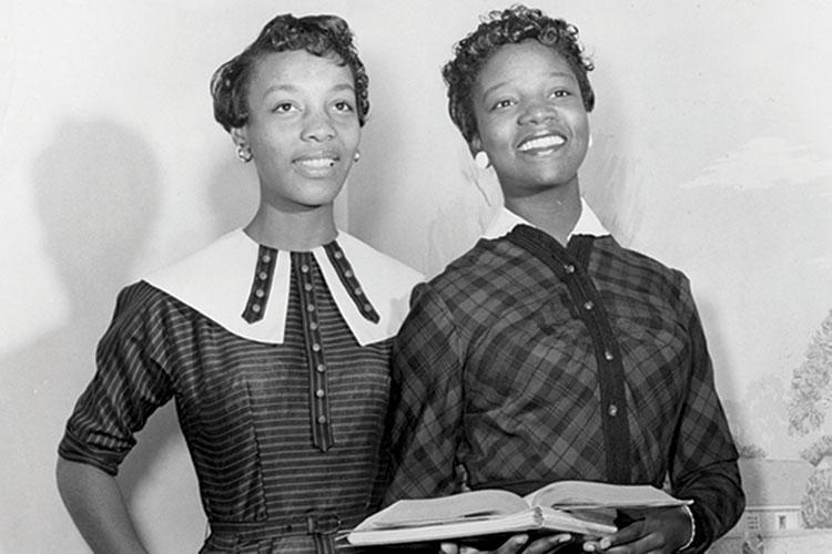 photo of JoAnne Smart Drane '60 and Bettye Ann Davis Tillman '60 (l-r)
