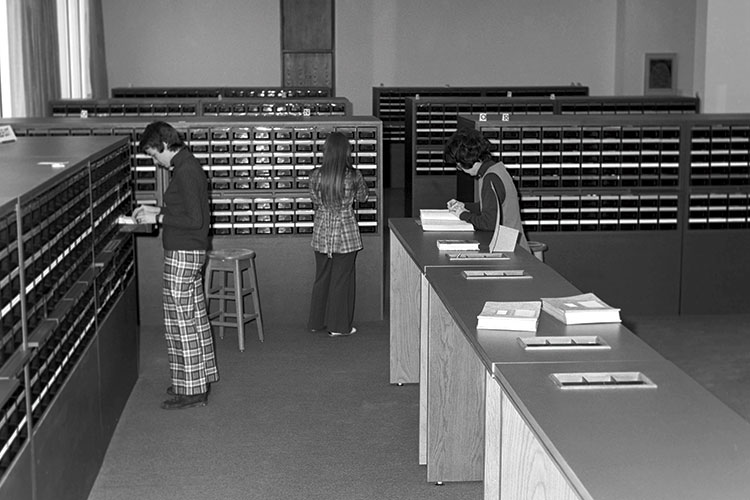 photo of JACKSON LIBRARY CIRCA 1974 Students using the card catalogue.
